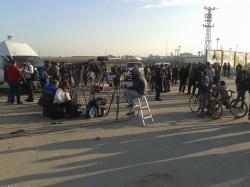 ISIS 人質交換を待つ報道陣